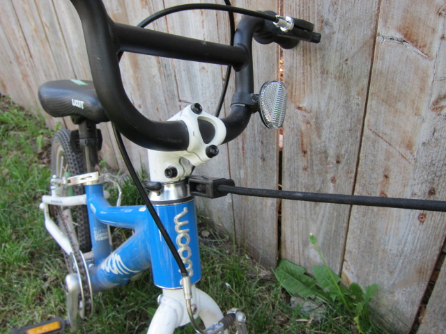 The BicycleBungee attached to the headset
