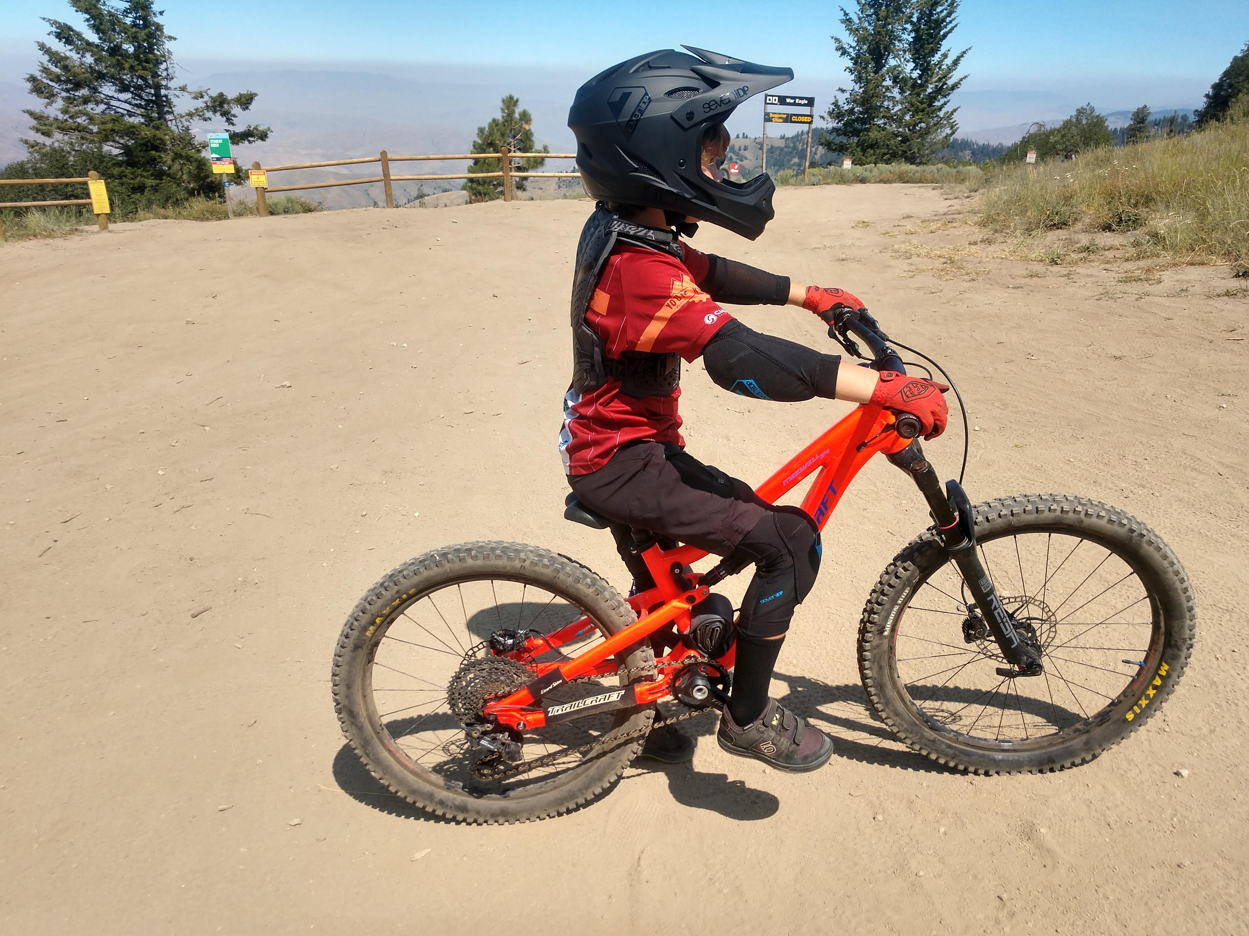 7idp m1 helmet and pads