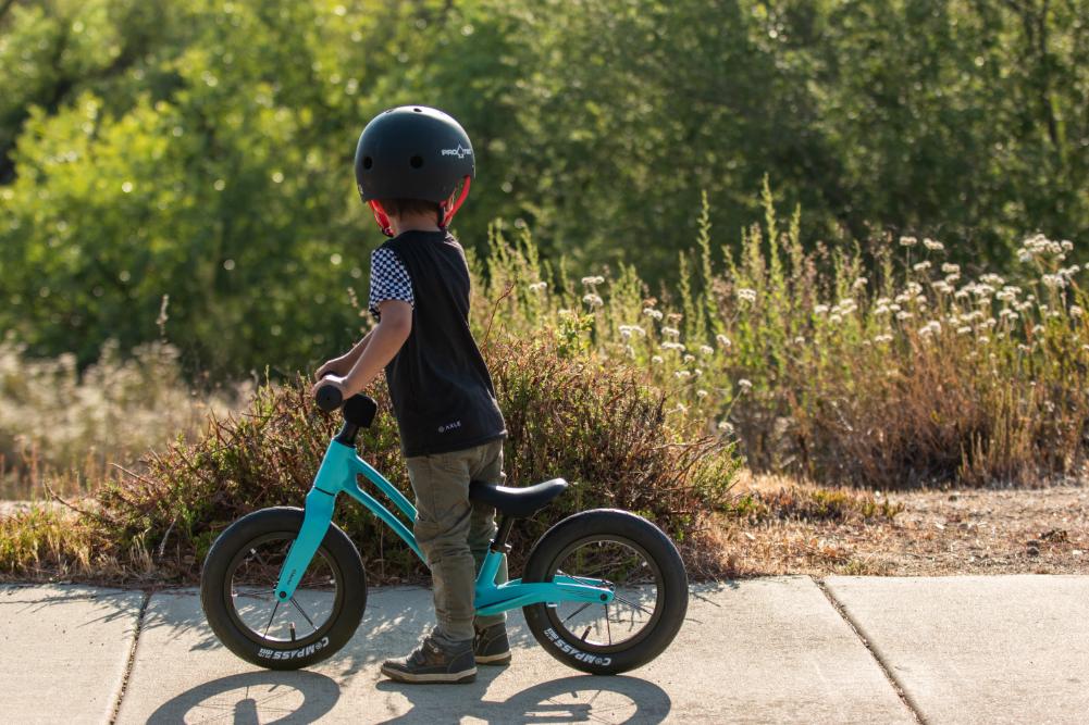child on the hornit airo balance bike