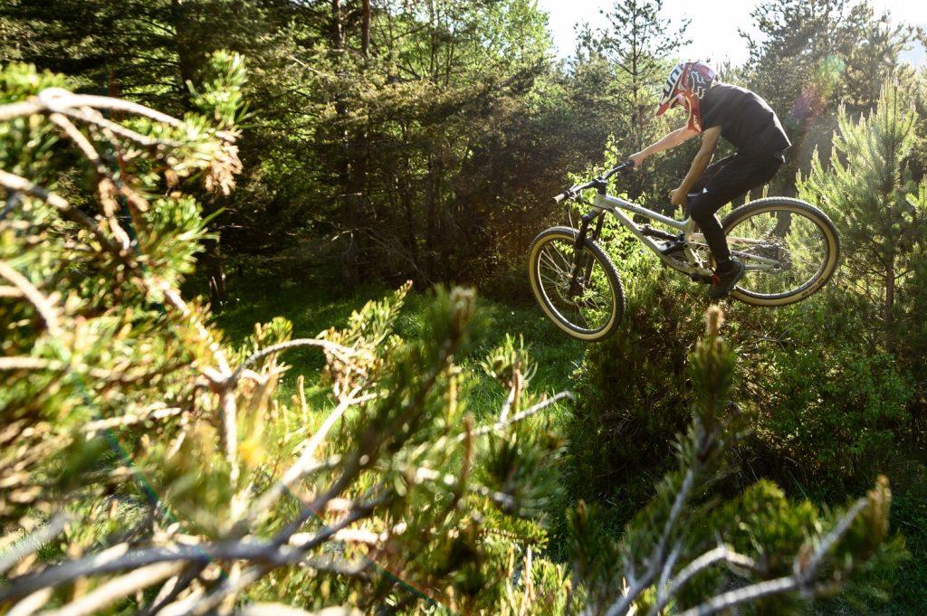 commencal clash jr mountain bike